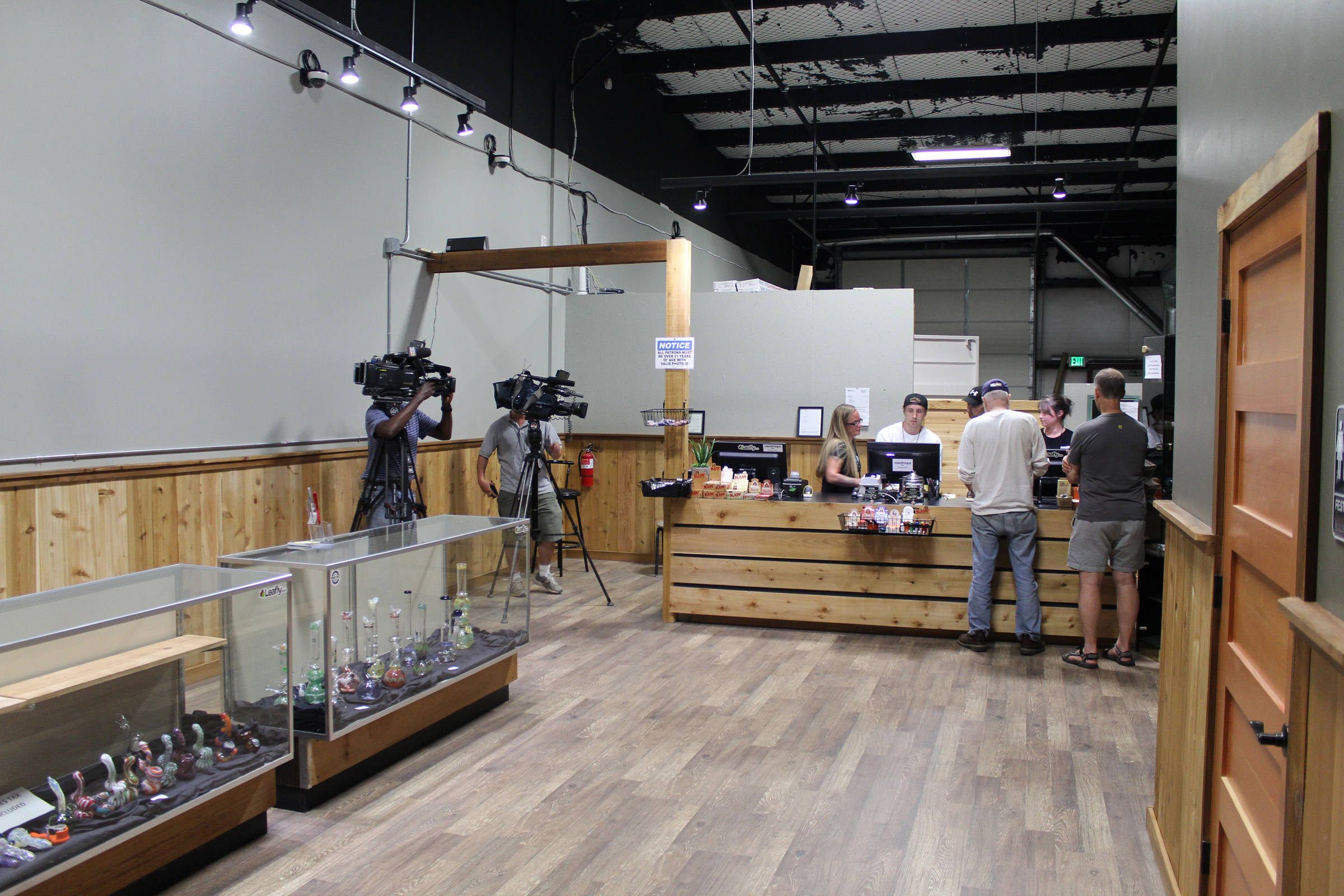 Exclusive: WA Retailer 'Top Shelf Cannabis' Makes History Again with Edibles & Concentrates