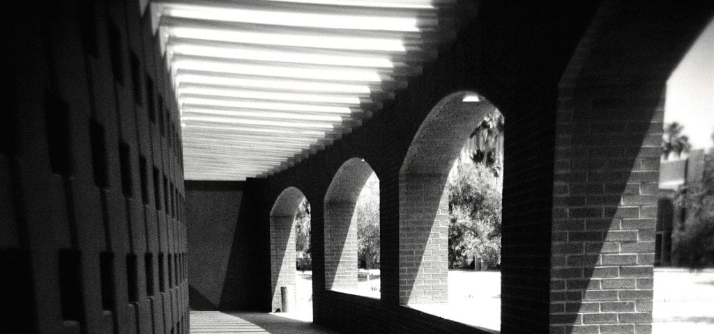 A grey-scale photo of a walkway in Arizona State University.